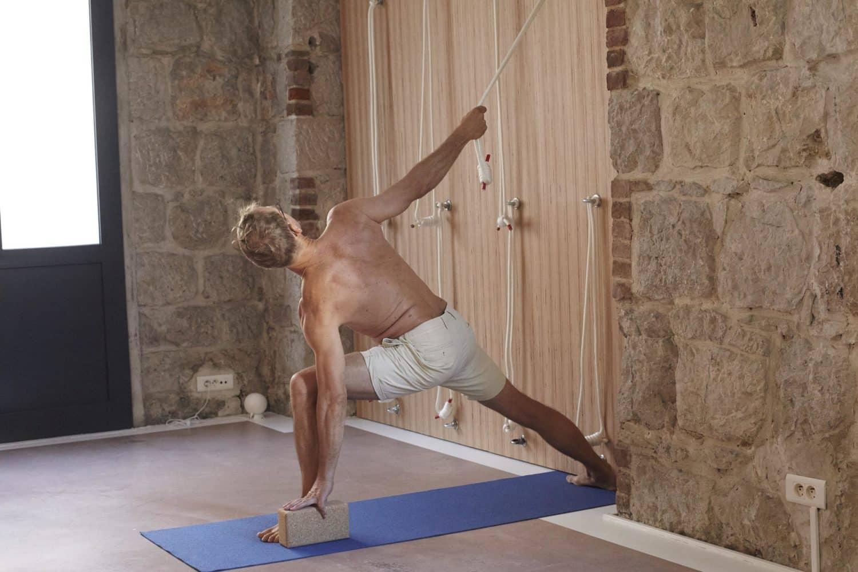 Yoga Nice | cours de yoga Iyengar avec des cordes