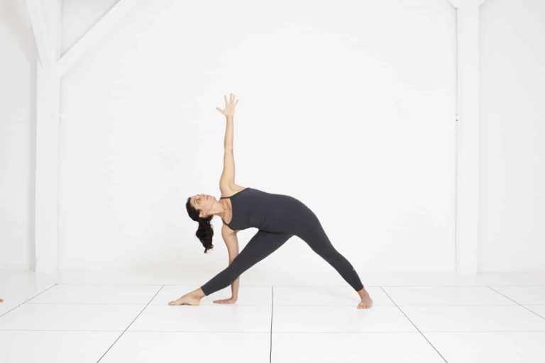 Yoga Nice | cours de yoga Iyengar | trikonasana