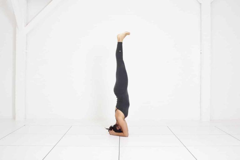Yoga Nice | cours de yoga Iyengar | Sirsasana